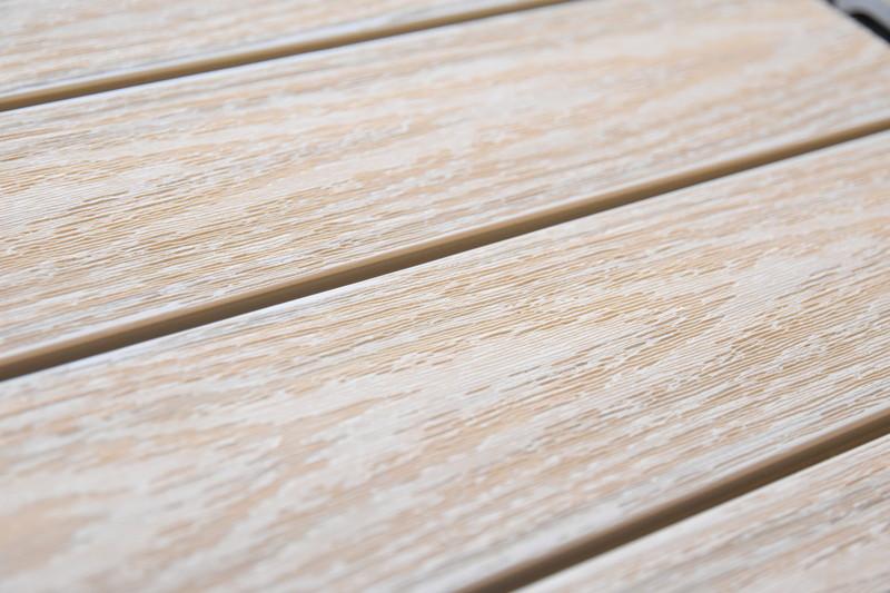 屋上(スカイバルコニー)にウッドパネルを自分で敷く。
