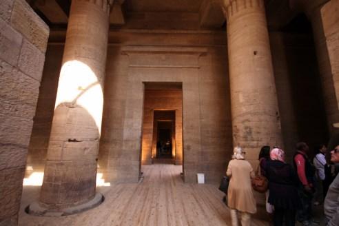 معبد فيلة في اتجاه قدس الأقداسالمصدر: الكاتب