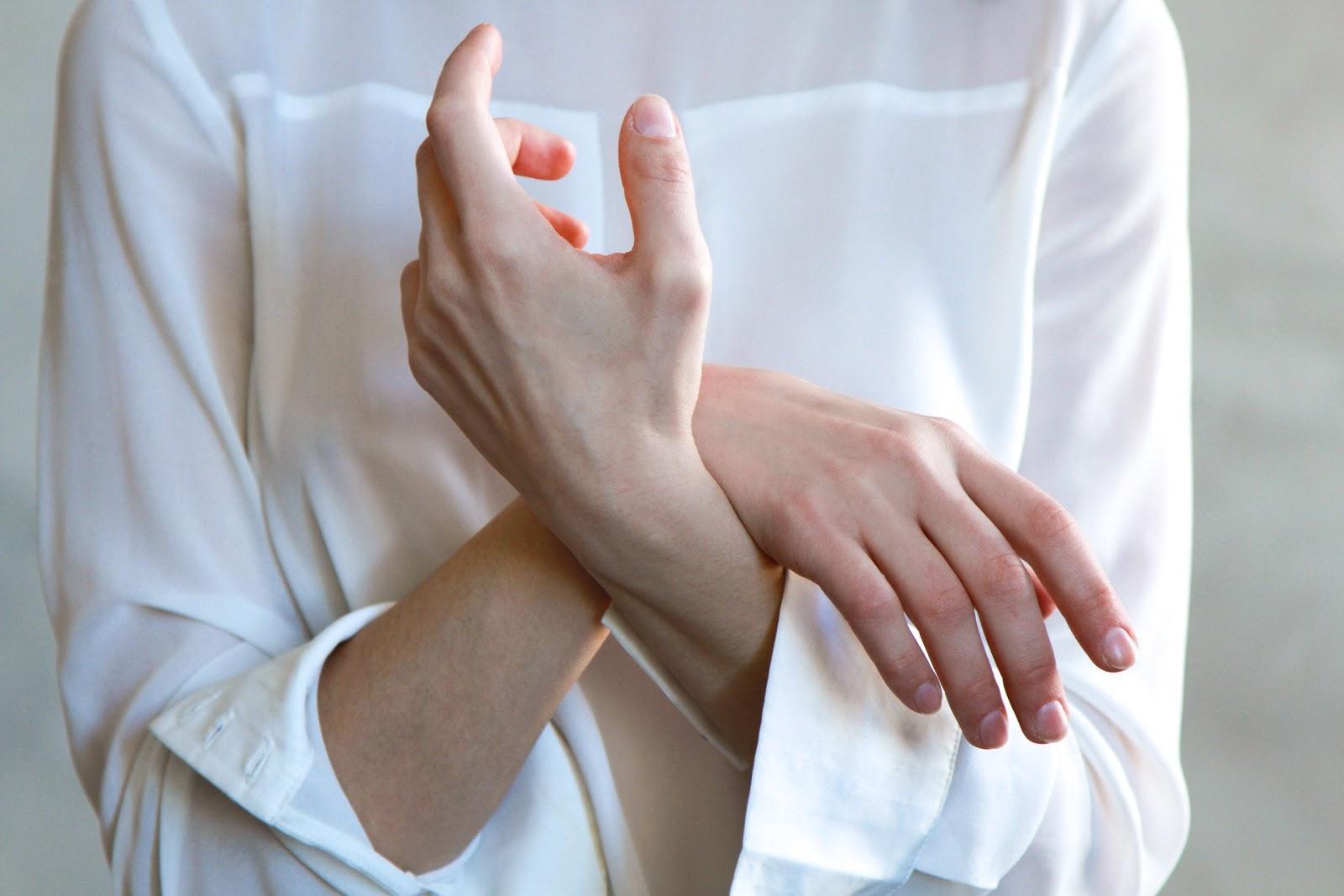 maos entrelacadas lupus