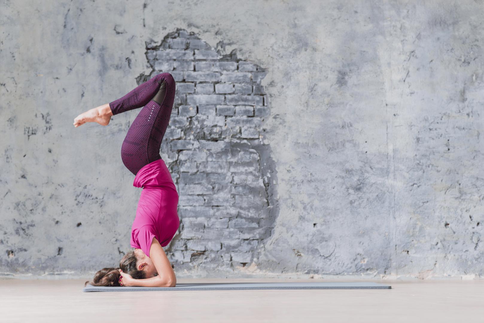 estresse mulher fazendo yoga