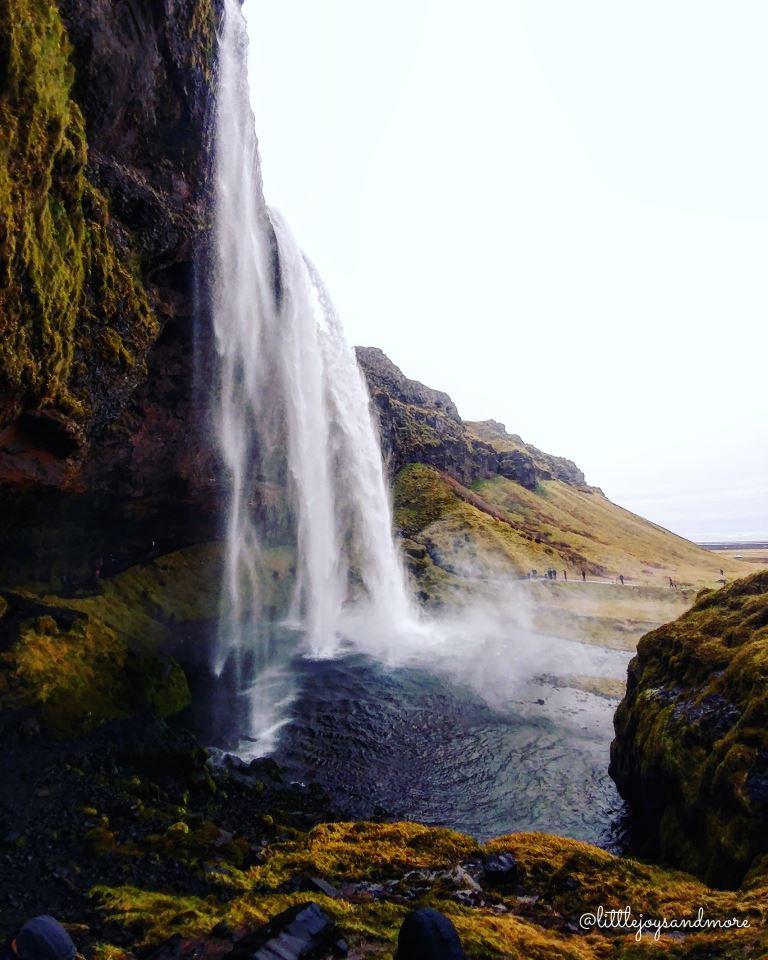 Iceland_Seljalandsfoss