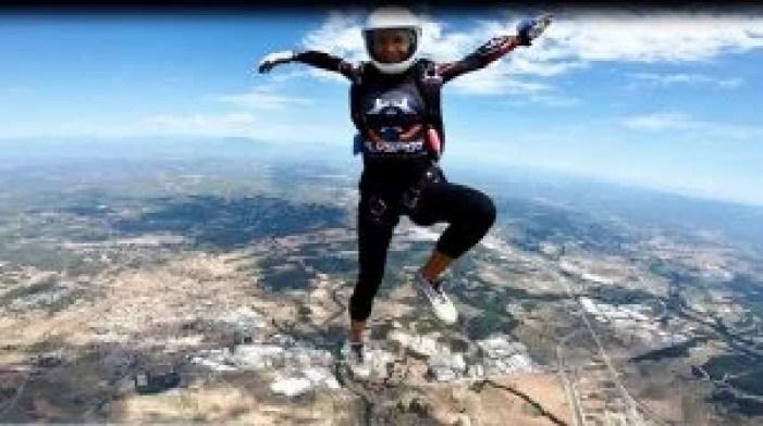 Karina Kaiser skydiving