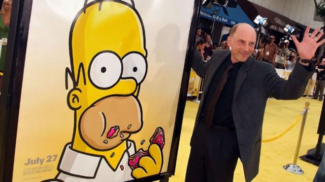 Dan Castellaneta junto a su alter ego, Homer Simpson