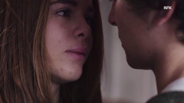 La primera temporada se centra en la relación de Jonas y Eva.
