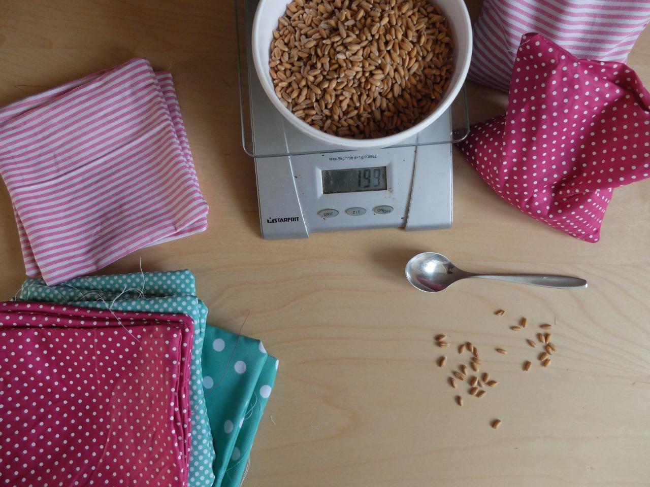 mangia minga // 'wedding prep: sewing bag toss bags'