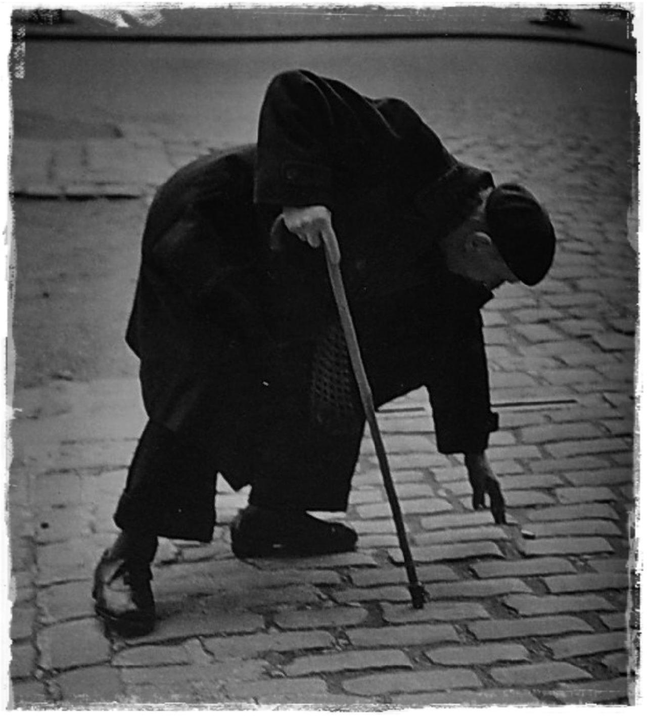 de-salva:  From the book  OKÄNTPARIS / Tore Johnson (photos),Ivar Lo-Johansson (text)  * Stockholm (1954)