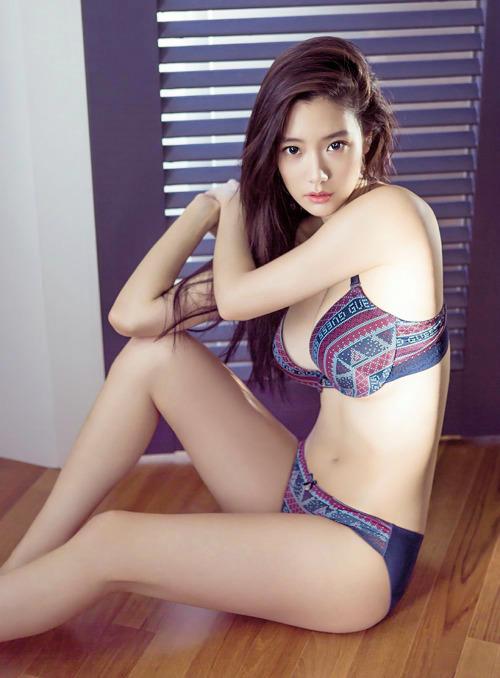 [CF] Clara – Guess Underwear 1180x1600