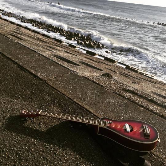 海とトラベルギター