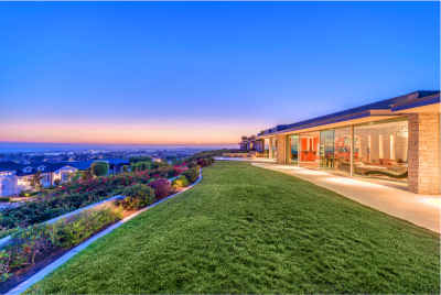 twilight photography of custom home in newport beach over looking the pacific ocean