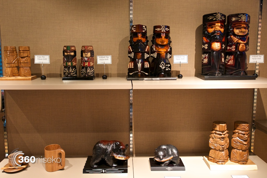 Gift-Shop-Niseko-Ainu-carving
