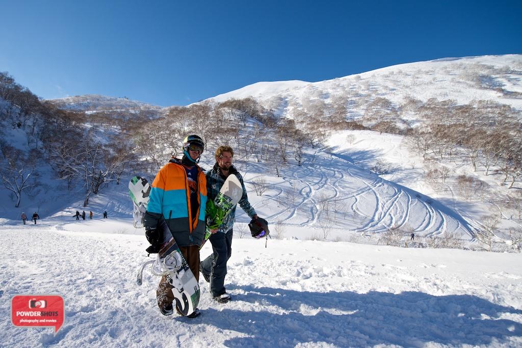 Niseko-Hirafu-Summit-bluebird-140204-17