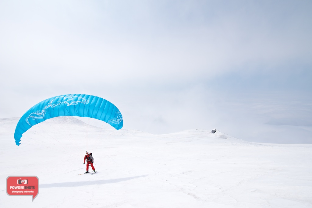 Paragliding-Mount-Yotei-Niseko-2014-hut-preparation