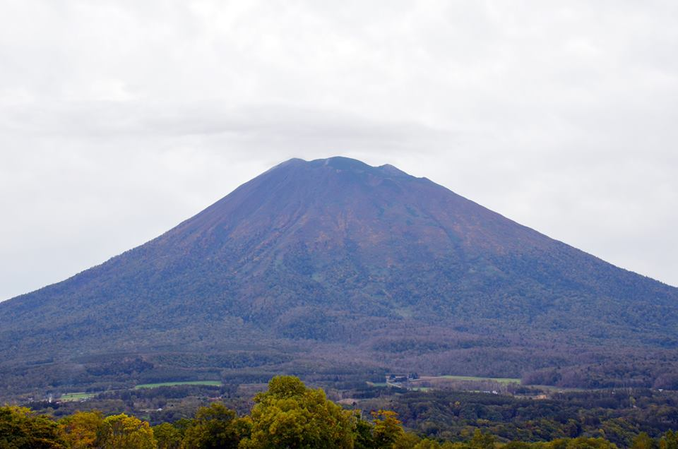 """First """"snow"""" on Mt.Yotei, 28 September 2017 - image from Grand Hirafu"""