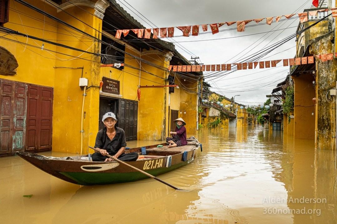 Nam, Flood Hoi An Boat