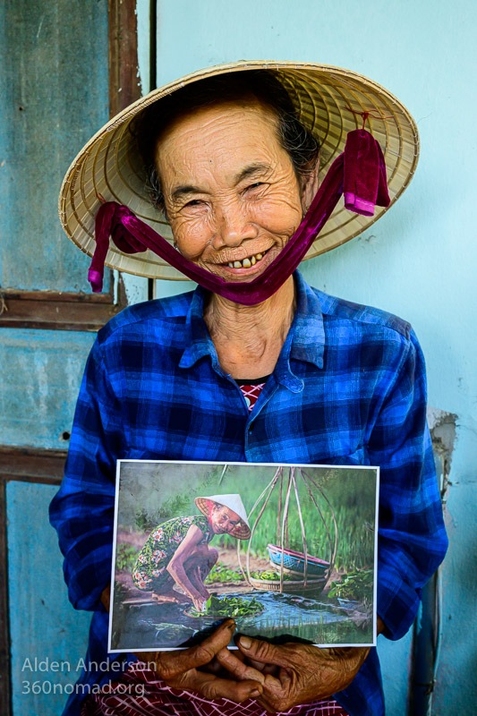 Nhi With Photo Tra Que Hoi AnNhi With Photo Tra Que Hoi An