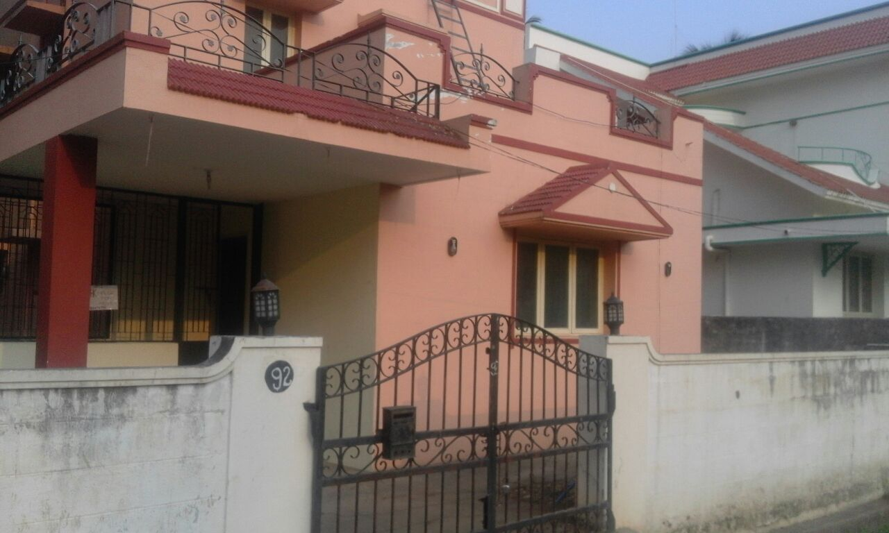 1100 SF 3 BHK North Facing House For Rent in Venkitapuram
