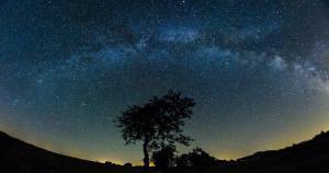 جولة افتراضية بانوراما ٣٦٠ درجة في مدينة أبها من أعلى منطقه في جبال السوده تظهر مجرة درب التبانه