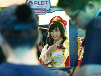 Alodia surrounded with fans as usual