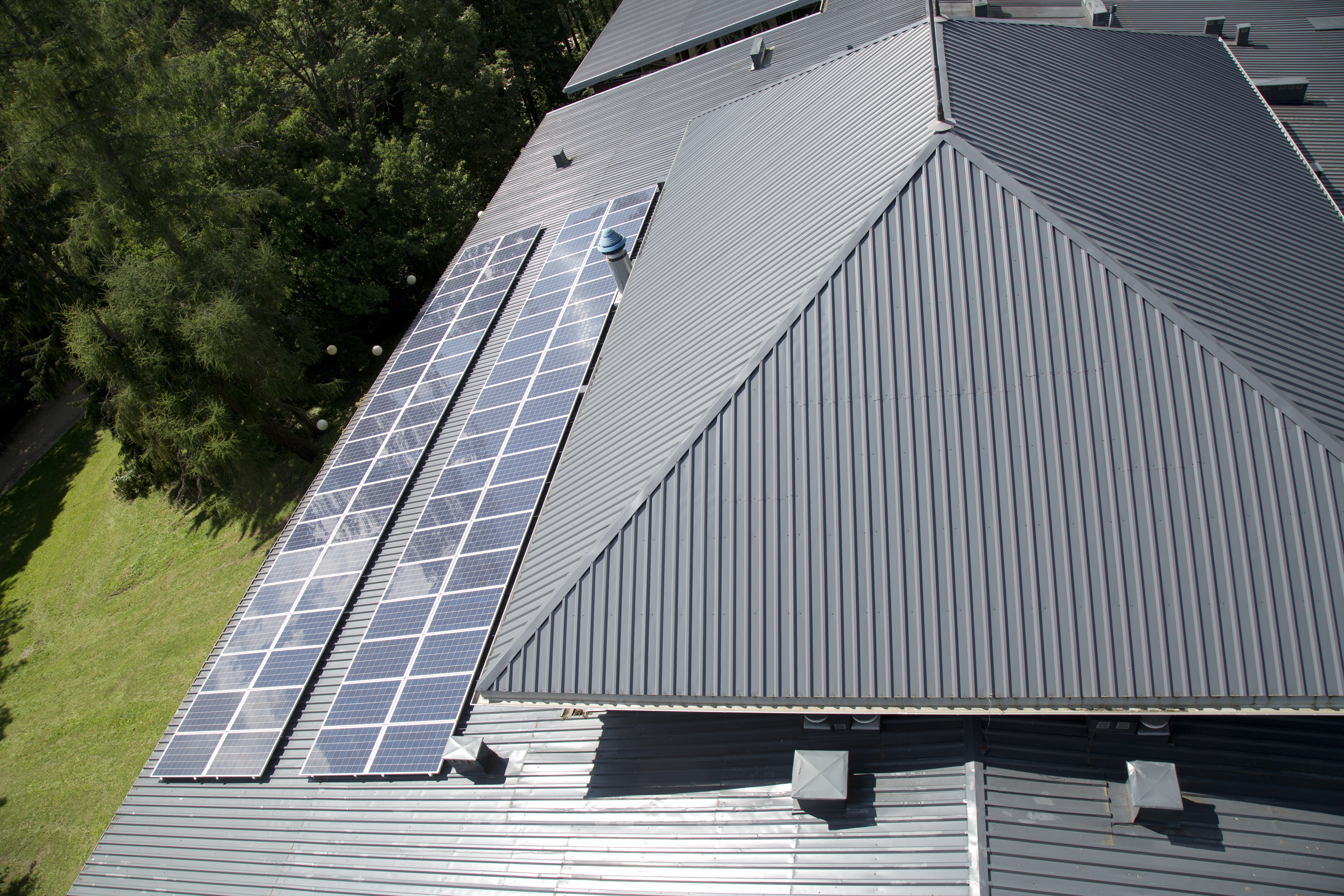 metal roofing with energy solar panels