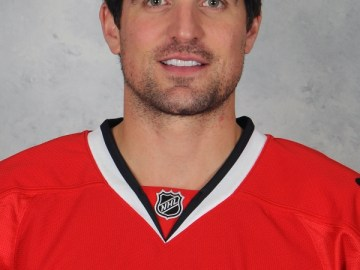 Patrick Sharp Signs Autographs at Kernel Fabyans Gourmet Popcorn