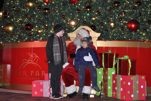 Santa Returns to Deer Park Town Center
