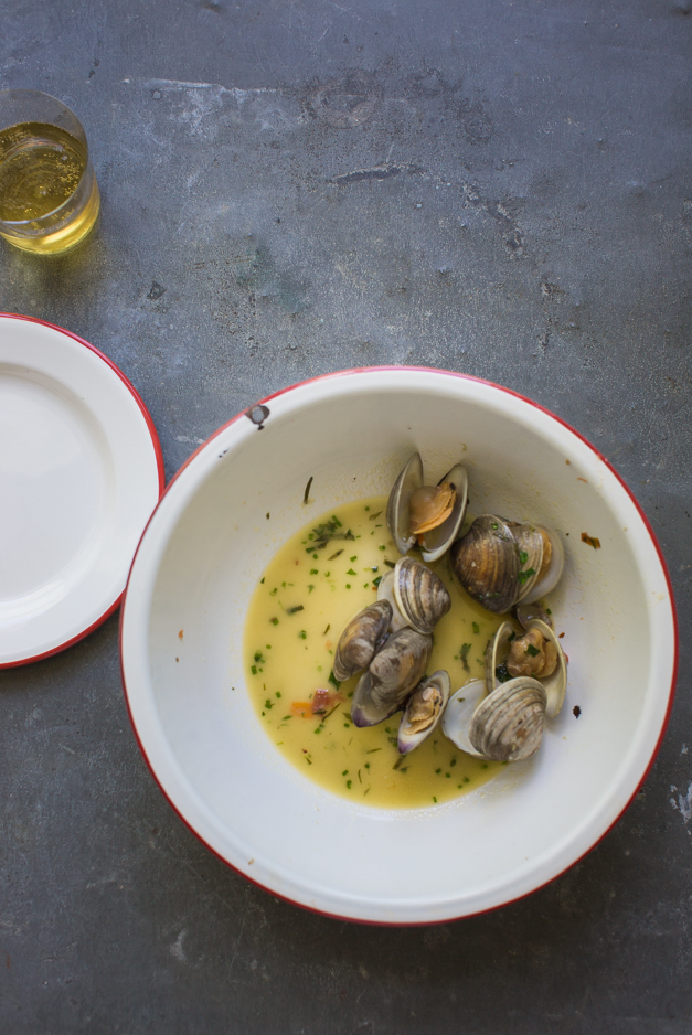 Clams_steamed_with_tarragon_Tableanddish-6255