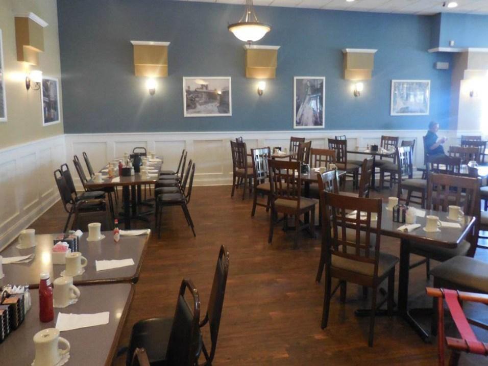 Southern Belles - Bedford Park Dining Room