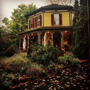 noondaily-fall-at-barrington-octagon-house