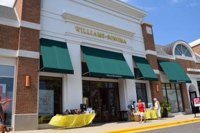 Deer Park Town Center Summer Sidewalk Sale - 6