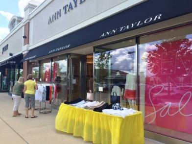 Deer Park Town Center Summer Sidewalk Sale - 9