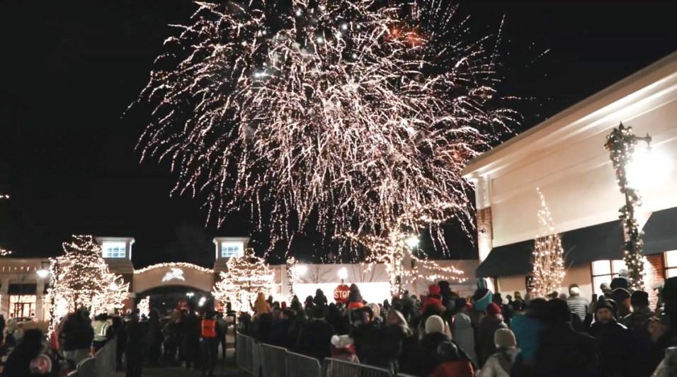 Deer Park Town Center Holiday Fireworks Veterans Finale