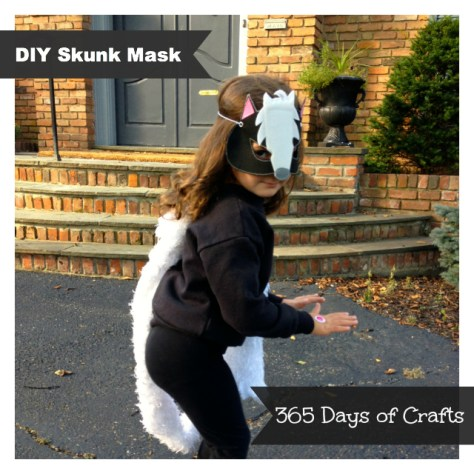 04 - 365 Days of Crafts - DIY Skunk Mask