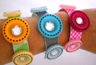 Popsicle stick craft idea for tweens - make a bracelet