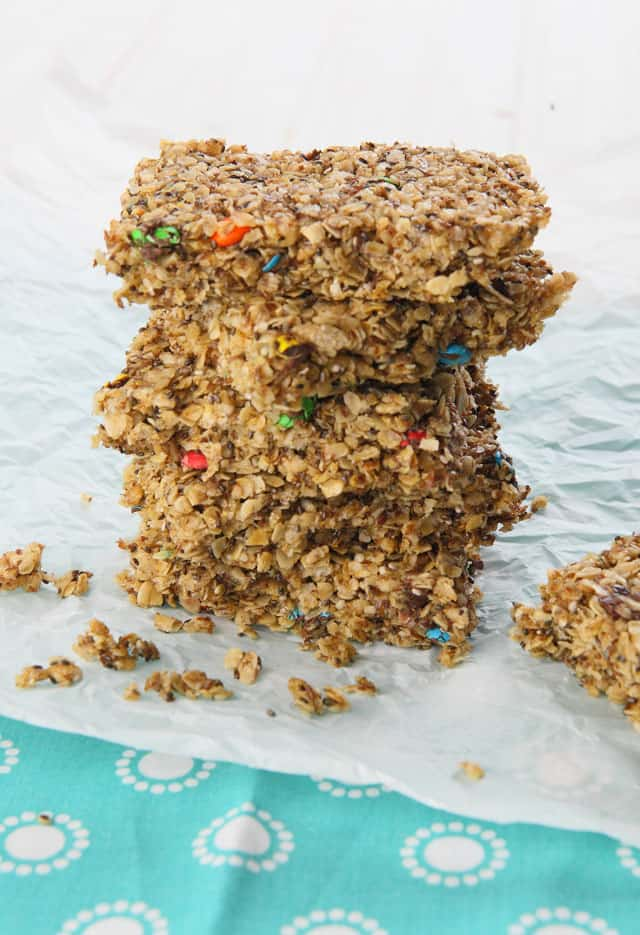 Healthy Homemade Chocolate Chip Granola Bars - the perfect lunch box snack for school