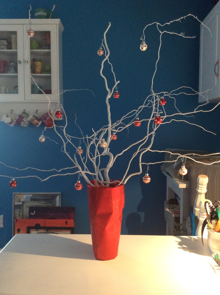 Making Christmas decorations with recycled products