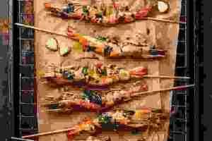 Συνταγή για ψητές γαρίδες με την αρωματική salsa verde - Shape.gr