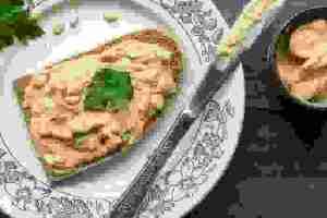 Τοστ με χούμους: 4 διαφορετικοί συνδυασμοί για να απολαύσεις