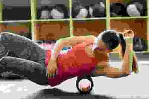 Ασκήσεις ισορροπίας πάνω σε foam roller - Shape.gr