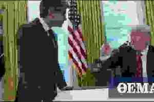 Η στιγμή που ο Τραμπ διακόπτει ενοχλημένος συνέντευξη και «την λέει» στον προσωπάρχη του επειδή... έβηξε!