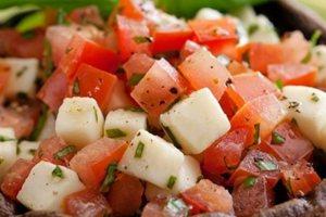 Μανιτάρια γεμιστά με τυρί και ντομάτα