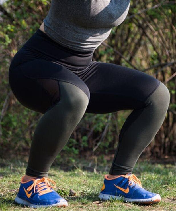 Πώς να κάνεις σωστά squats για να έχεις σμιλευμένα πόδια και γλουτούς στην παραλία