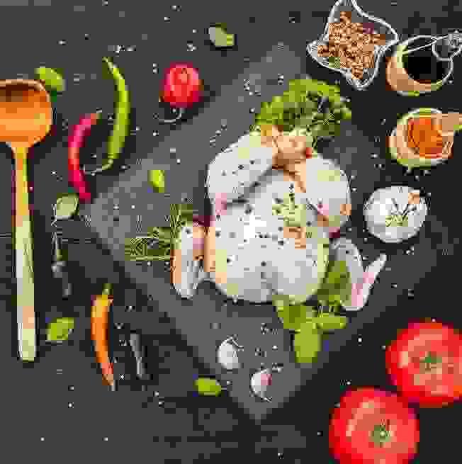 Να γιατί ΔΕΝ ΠΡΕΠΕΙ ποτέ να πλένεις το κοτόπουλο προτού το μαγειρέψεις - Shape.gr