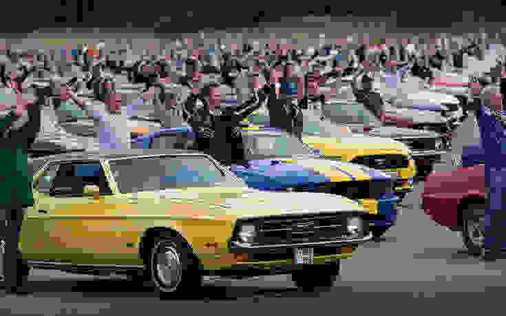 Παγκόσμιο ρεκόρ της Ford, που έβαλε1.326 Mustang στη… σειρά
