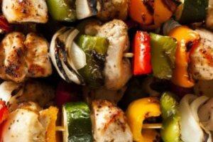Σουβλάκια κοτόπουλου με λαχανικά