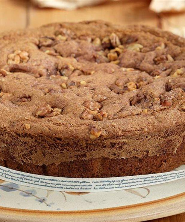 Κέικ με κανέλα και καρύδια