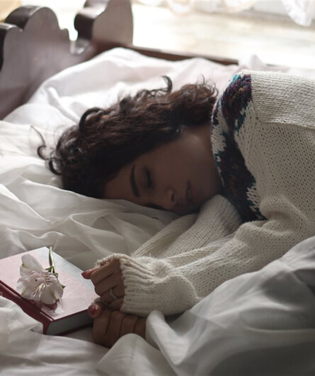 Ξύπνησες με πυρετό; 7 φυσικοί τρόποι να δράσεις για να ανακουφιστείς