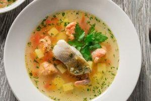 Πανεύκολη και λαχταριστή ψαρόσουπα