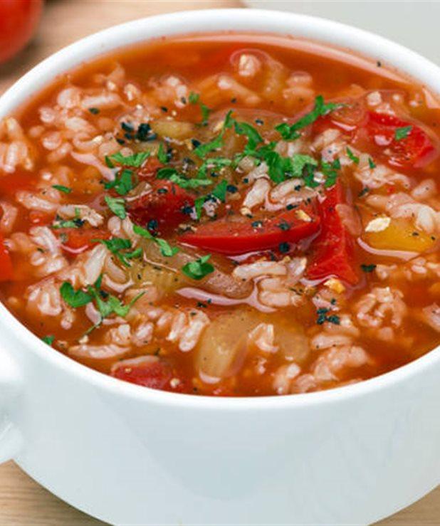 Θρεπτική σούπα ντομάτας με ρύζι