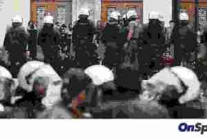 Πολιτική «θύελλα» μετά τα επεισόδια στην ΑΣΟΕΕ