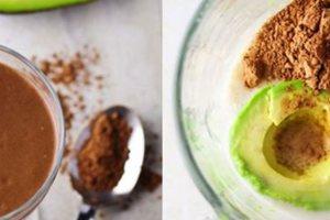 Healthy smoothie με αβοκάντο και κακάο